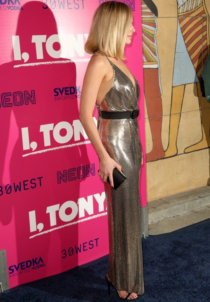 """Margot Robbie wearing a Versace dress and Jimmy Choo """"Minny"""" sandals at the """"I, Tonya"""" Los Angeles premiere"""