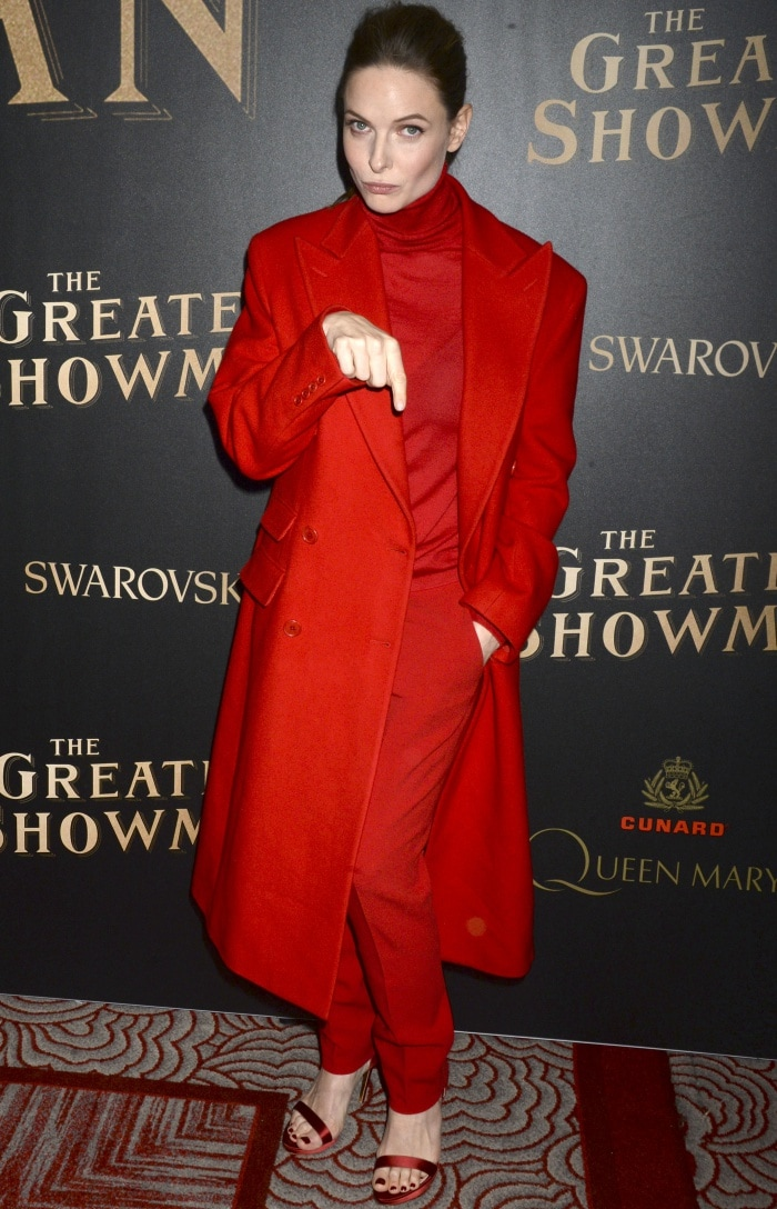"""Rebecca Ferguson wearing a Ralph Lauren ensemble and Rupert Sanderson sandals at the world premiere of """"The Greatest Showman"""" in New York City"""