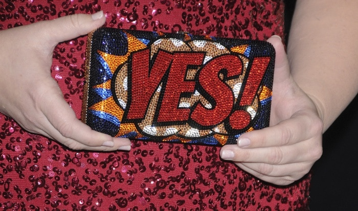 """Rebel Wilson carrying a crystal-embellished pop-art clutch from Judith Leiber at the """"Pitch Perfect 3"""" premiere"""
