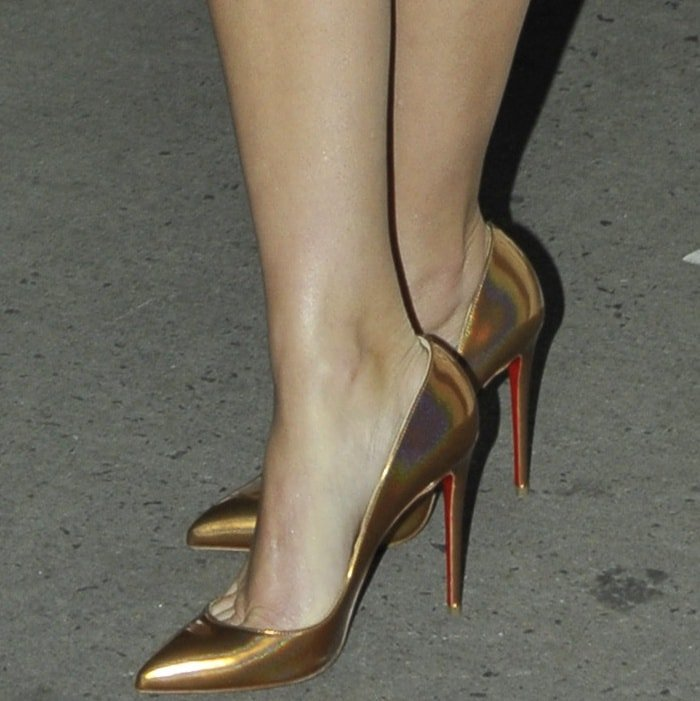 """Reese Witherspoon wearing Christian Louboutin """"Pigalle Follies"""" pumps at the 2017 Gotham Independent Film Awards"""