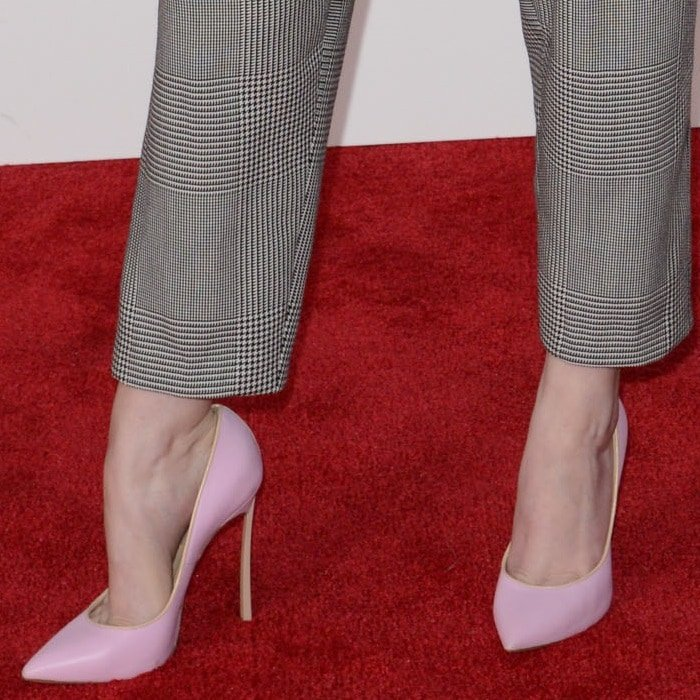 Anna Kendrick showing off her feet in powder pink heels from Casadei