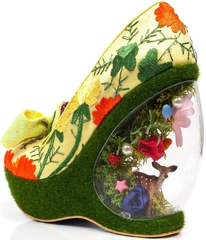 Quirky 'Garden Party' Wedges With Deer Scene