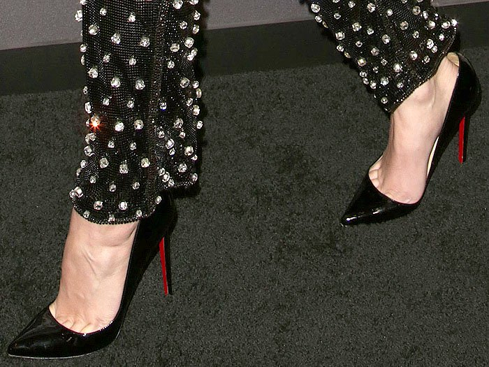 Hailee Steinfeld wearing Christian Louboutin 'So Kate' black patent pumps.