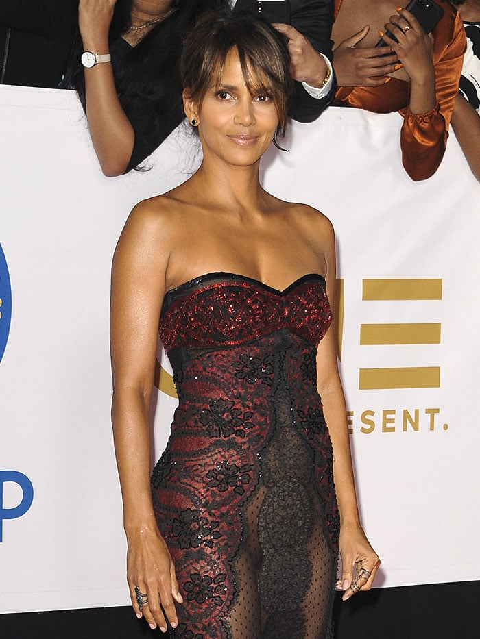 With only a narrow strip of black lace keeping her covered in front,Halle Berry unavoidably flashed her crotch to the cameras