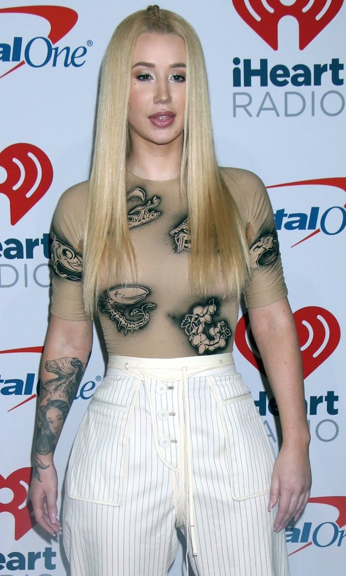 Iggy Azalea wearing the world's ugliest T-shirt