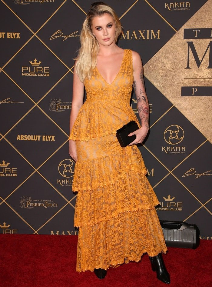 Ireland Baldwin completed her outfit with black pointy-toe boots