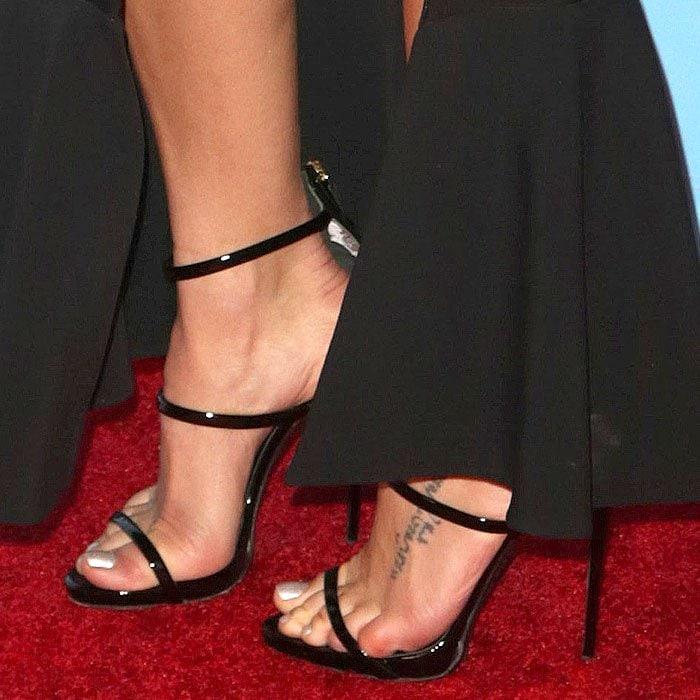 "Jenna Dewan Tatum's feet in Giuseppe Zanotti ""Harmony"" triple-strap sandals"