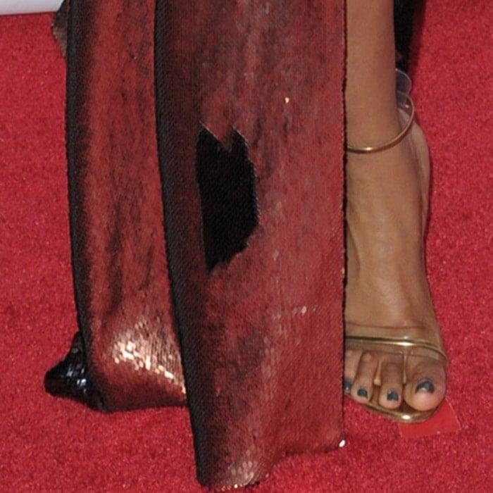 Jennifer Hudson exposed her foot corns in metallic ankle-strap sandals
