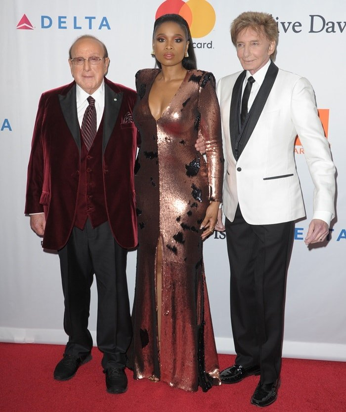 Jennifer Hudson posing with music producer Clive Davis and legendary singer-songwriter Barry Manilow