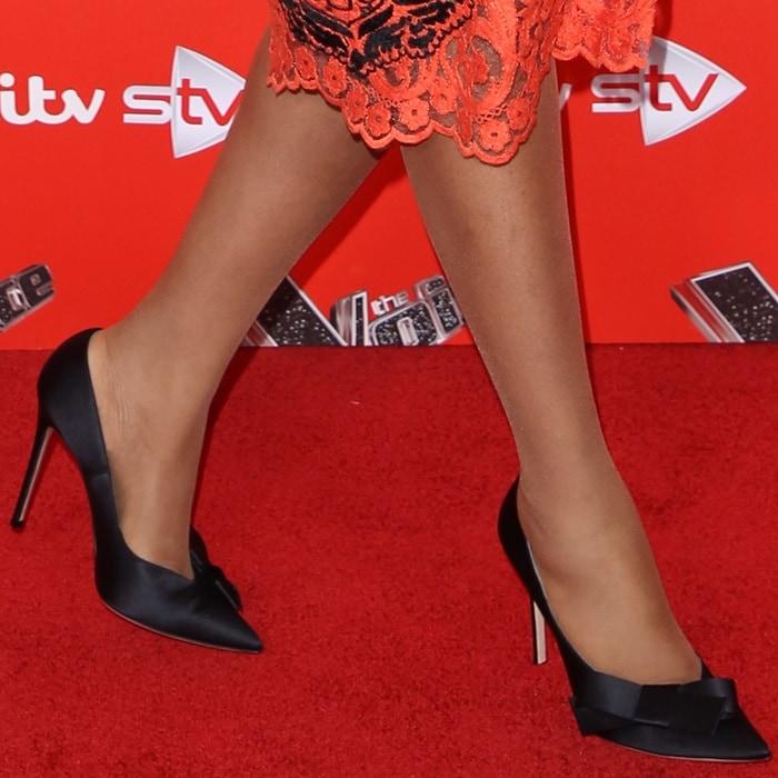 Jennifer Hudson wearing bow-adorned satin pointy-toe pumps