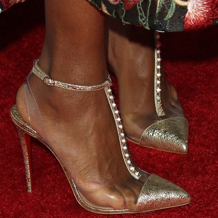 Kerry Washington's toes were visible through the clear plastic