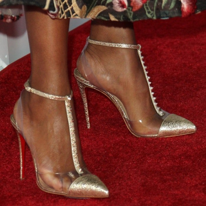 Kerry Washington shows off her feet in Christian Louboutin's 'Nosy Spikes' pumps