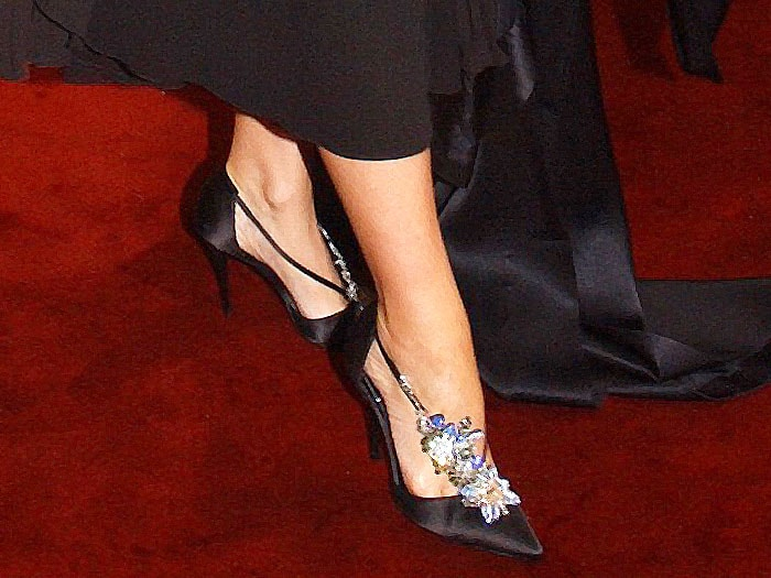 Details of Kylie Minogue's Roger Vivier 'Crown of Flowers' strass satin d'Orsay pumps.