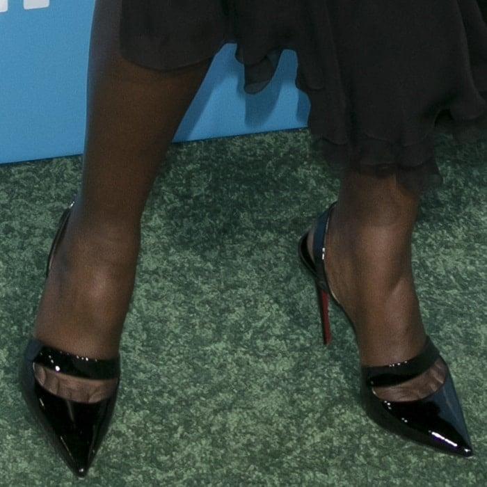 """Lupita Nyong'o's toe cleavageblack patent""""Actina"""" sculptural slingback pumps"""