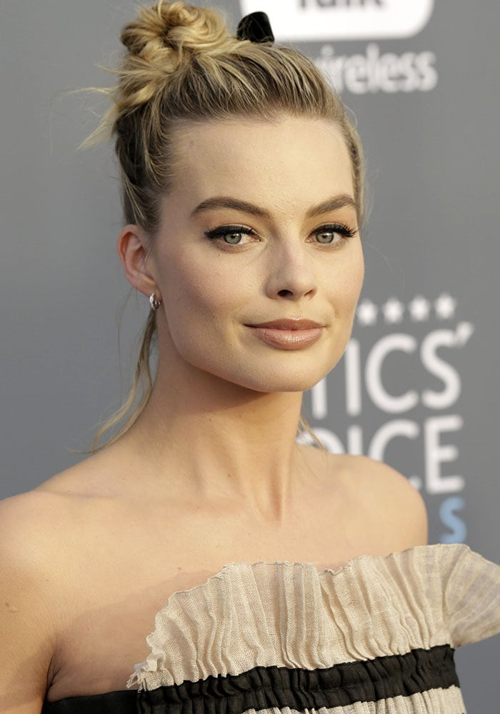 Margot Robbie with a messy bun created by Bryce Scarlett at the 2018 Critics' Choice Awards