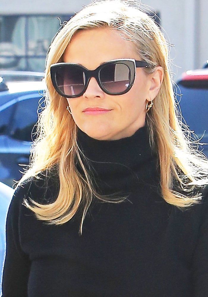 Reese Witherspoon spotted shopping at Country Mart in Brentwood on January 10, 2017