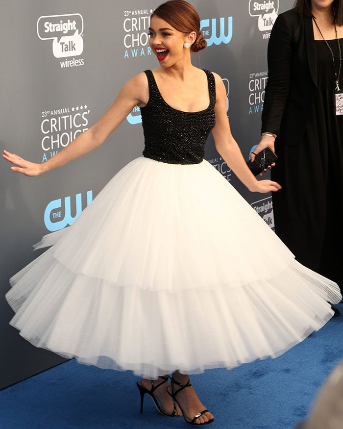 Sarah gives her skirt a little twirl as she chatted up someone on the carpet