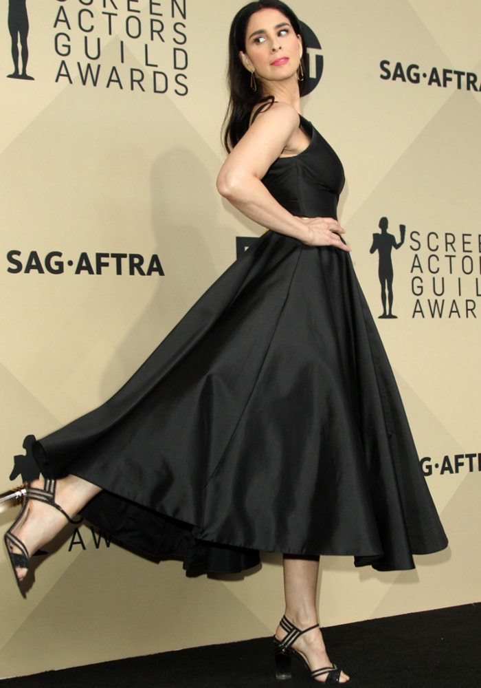 The actress pops a foot as she posed for the cameras at the press room