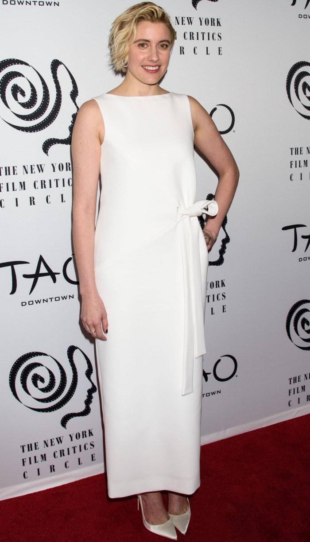 Greta Gerwig wearing a white Oscar de la Renta Pre-Fall 2018 dress and Christian Louboutin pumps at the 2018 New York Film Critics Circle Awards