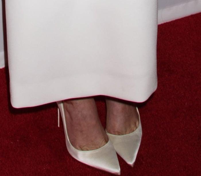 Greta Gerwig wearing Christian Louboutin pointy-toe pumps at the 2018 New York Film Critics Circle Awards