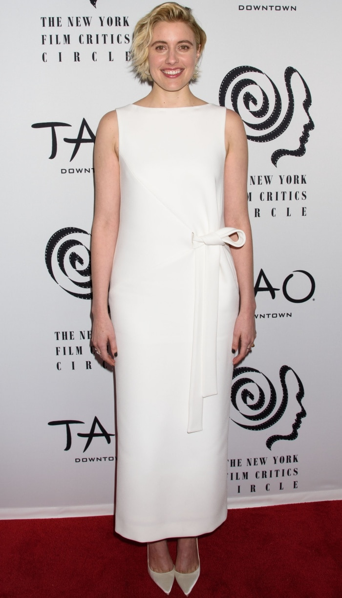 Greta Gerwig wearing a white Oscar de la Renta Pre-Fall 2018 dress and Christian Louboutin pumps at the 2018 New York Film Critics Circle Awards