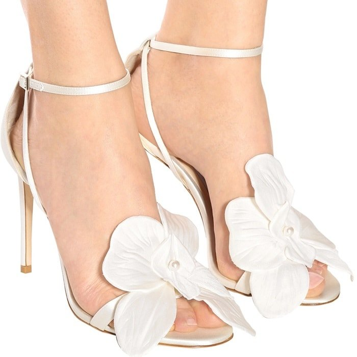 This ultimate occasion sandal in ivory satin is sophisticated in its simplistic elegance