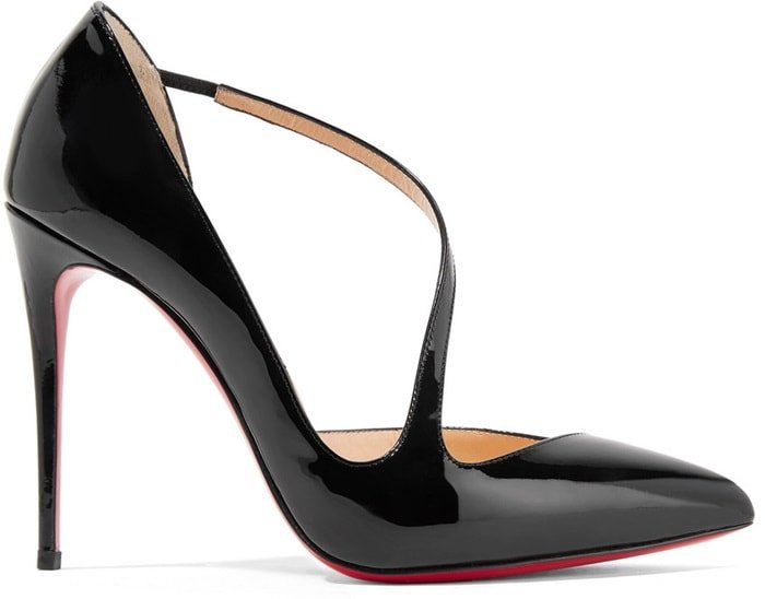 This 100mm slip-on pump in black patent leather brings contemporary inspiration to your wardrobe