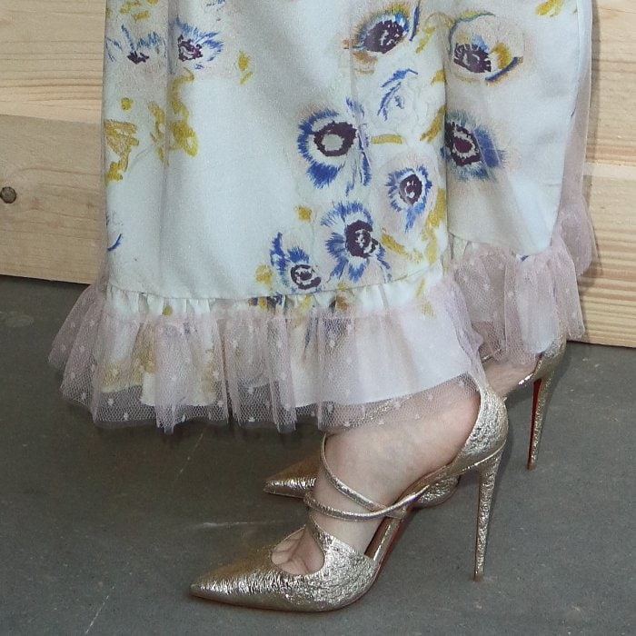 Ellise Chappell showing off her feet in Christian Louboutin's 'Crossfliketa' pumps