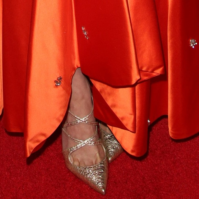 Greta Gerwig's toe cleavage in Christian Louboutin's 'Crossfliketa' pumps