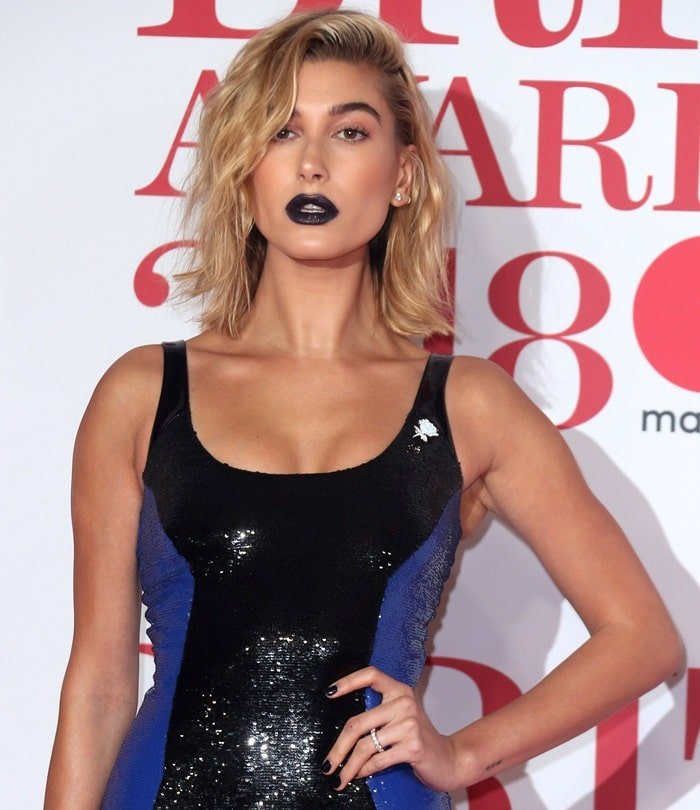 Hailey Baldwin vamped it up with midnight blue lipstick