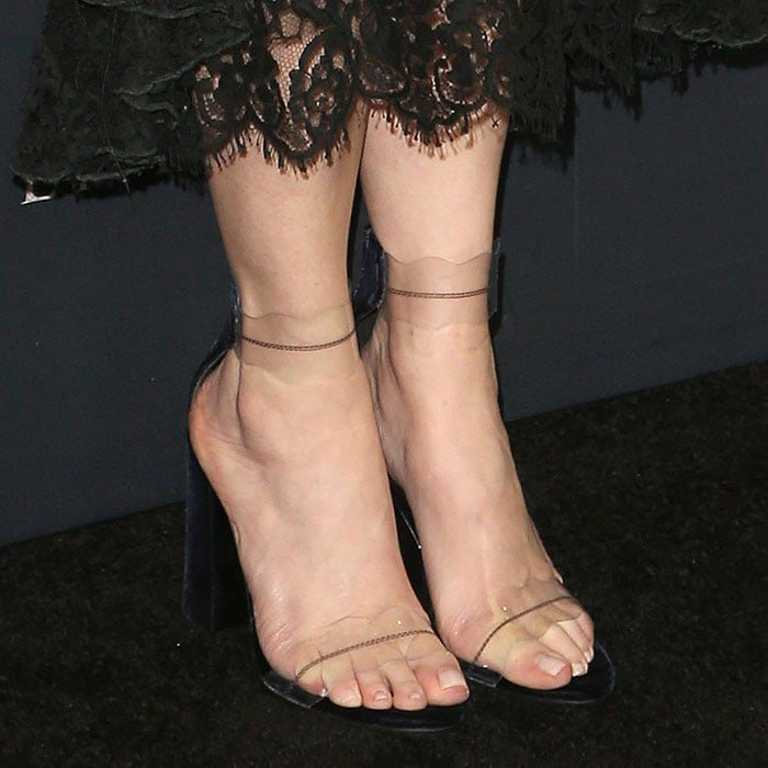 "Jennifer Jason Leigh's feet in Marskinryyppy ""Piwi"" sandals"