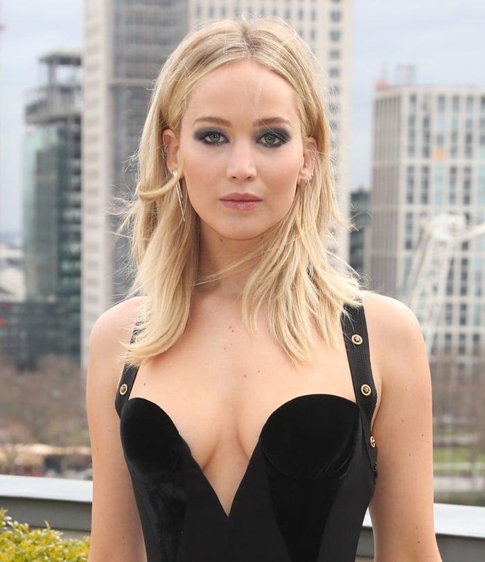 Braless Jennifer Lawrence wearingRachel Katz chandelier earrings