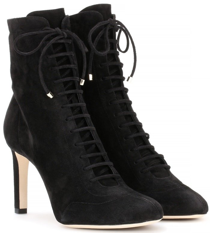 These ankle boots in black suede are a style that can carry you through the seasons