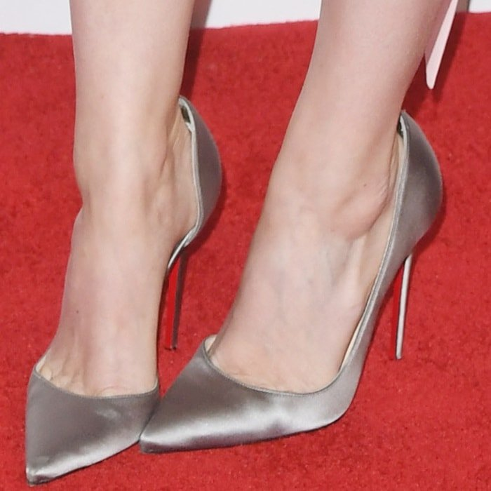 Kate Mara completed her outfit with pointy-toe Iriza pumps by Christian Louboutin