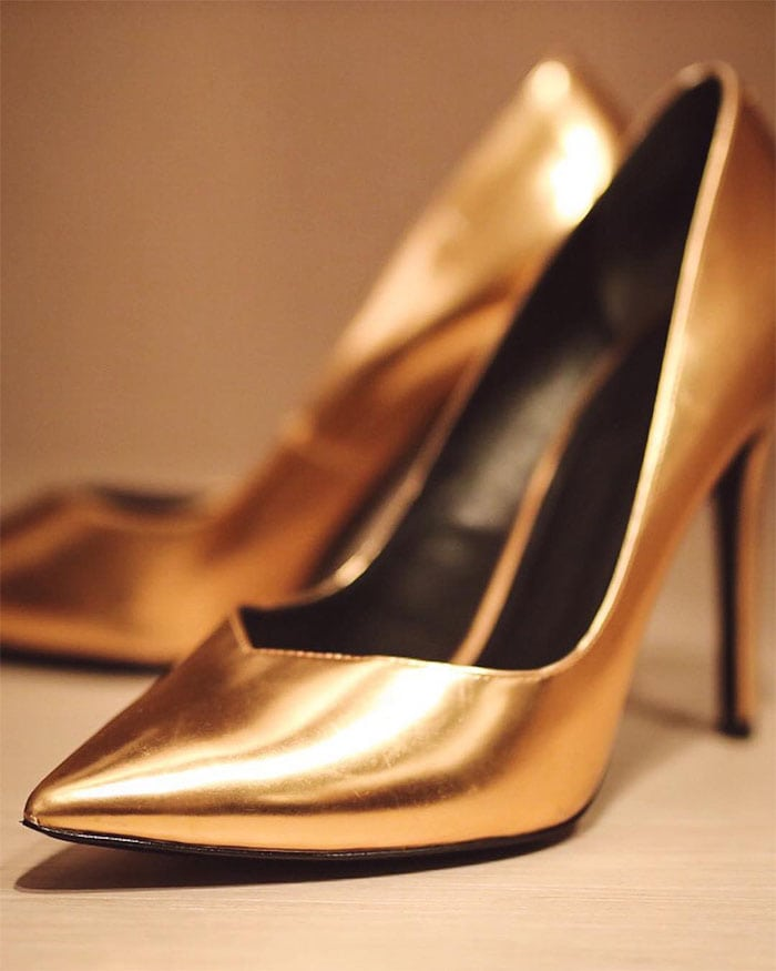 Kate Upton's Instagram post of her Stella Luna 'Indispensable' pumps in metallic gold.