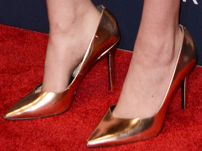 """Kate Upton's feet in Stella Luna """"Indispensable"""" pumps in metallic gold"""