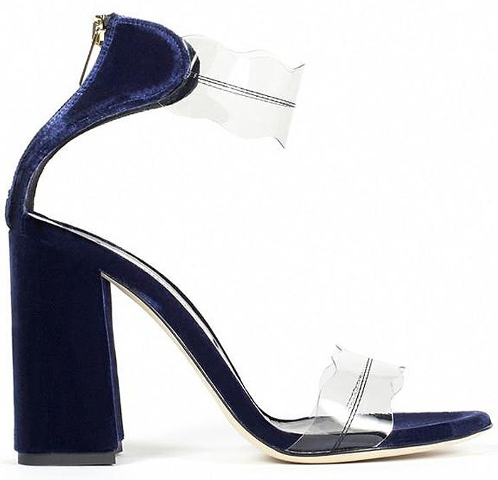 Marskinryyppy 'Piwi' sandals in blue velvet.