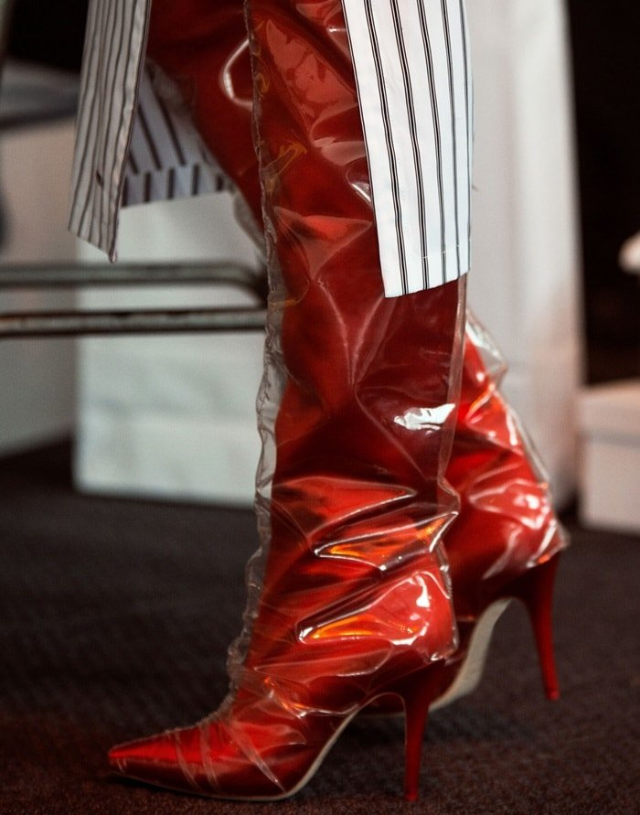 Red satin 'Elisabeth' 100 PVC-wrapped satin knee boots