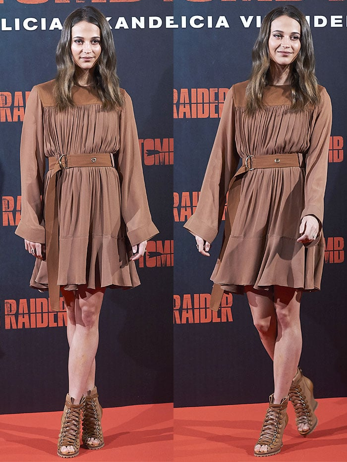 Alicia Vikander wearing a Alicia Vikander Chloe Pre-Fall 2018 brown dress with Chloe 'River' boots.