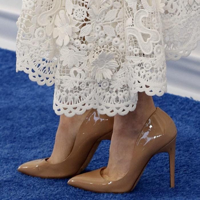 Amanda Seyfried's feet in Christian Louboutin pumps
