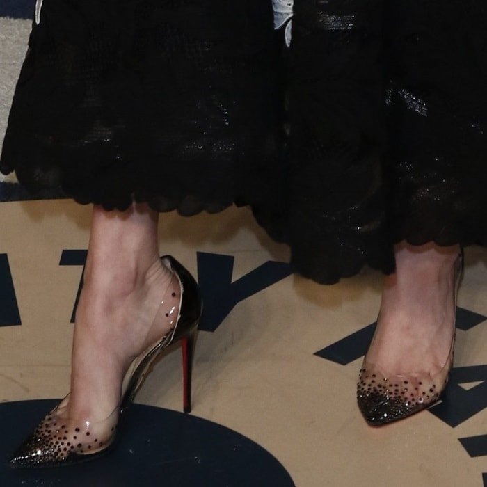 "Amanda Seyfried's toe cleavage in high heel Christian Louboutin's ""Degrastrass' pumps"