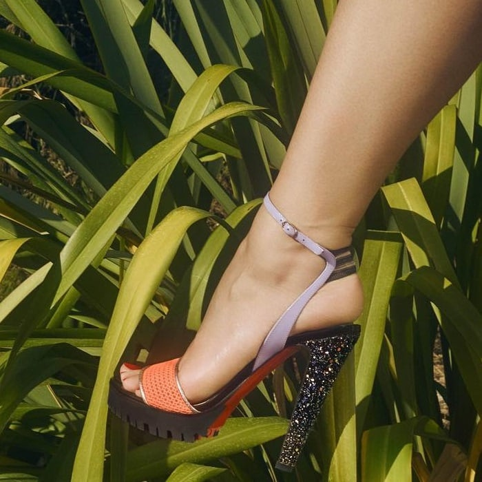 Sandal featuring a sports-inspired sunset mesh toe strap and an elasticated slingback