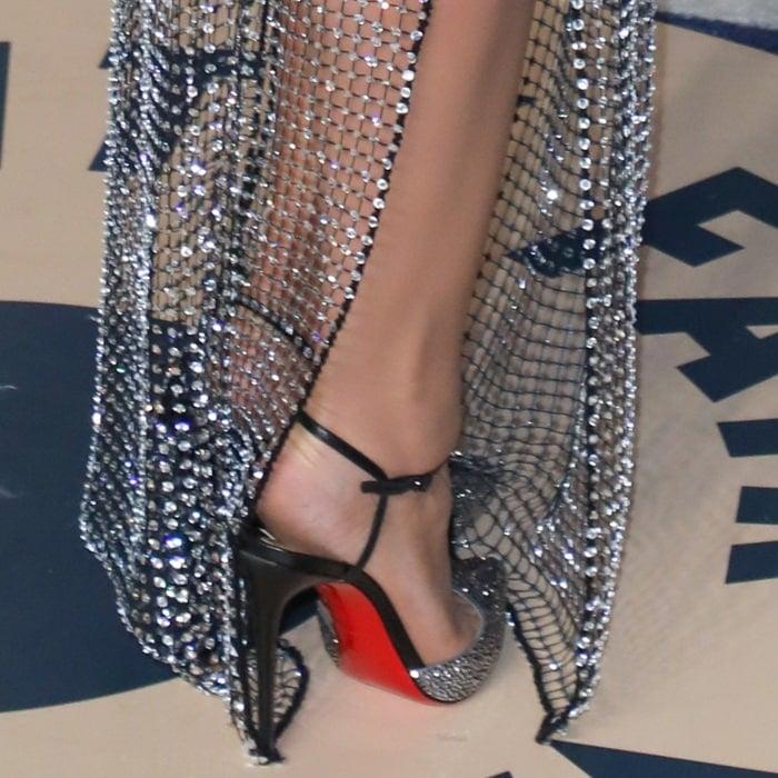 Bleona Qereti's feet inblack leather Christian Louboutin 'Rivierina' pumps