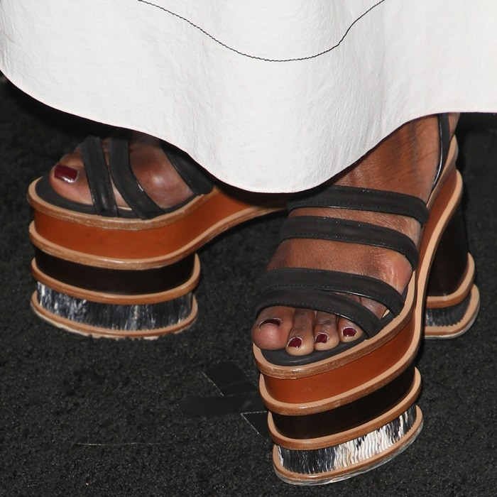 Danai Gurira's feet in flatform sandals byGabriela Hearst