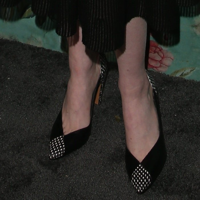 Emma Stone wearing pointy-toe pumps