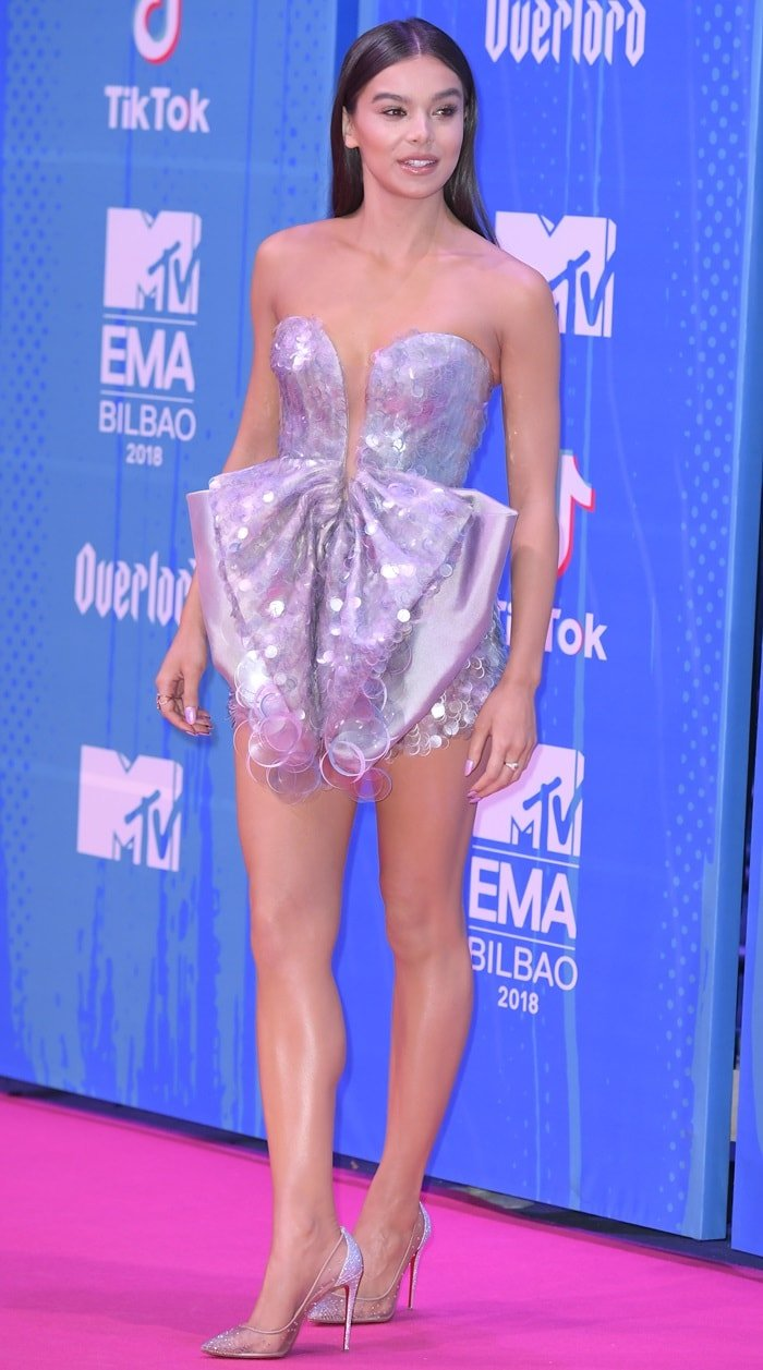 Hailee Steinfeld flaunts her endless legs at the 2018 MTV Europe Music Awards (EMAs) held at the Bilbao Exhibition Centre in Bilbao, Spain, on November 4, 2018