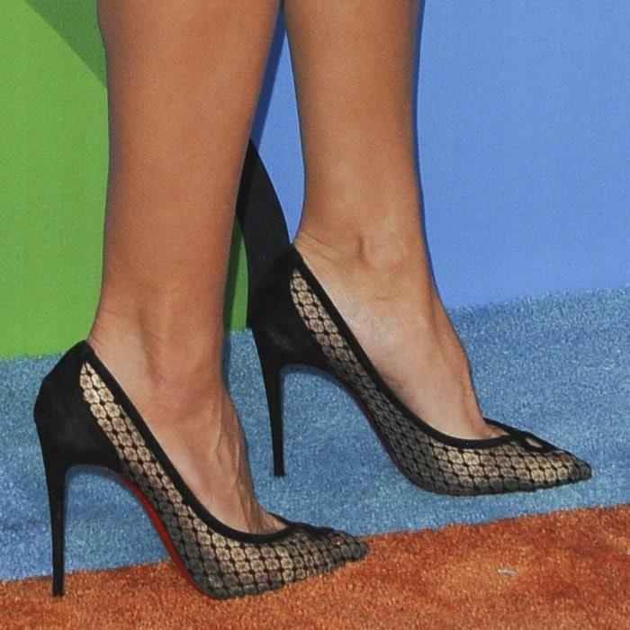 Heidi Klum's feet inred sole Christian Louboutin pumps