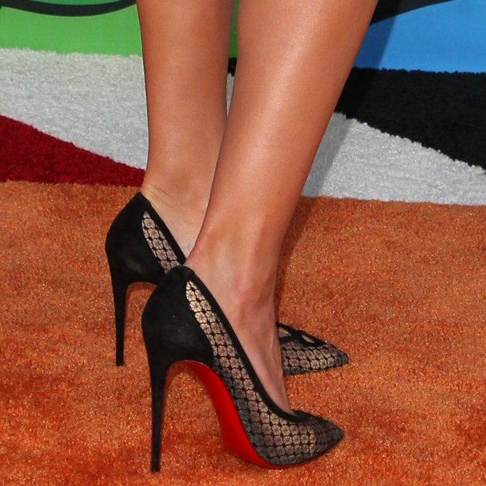 Heidi Klum's feet in Christian Louboutin's 'Neoalto' pumps