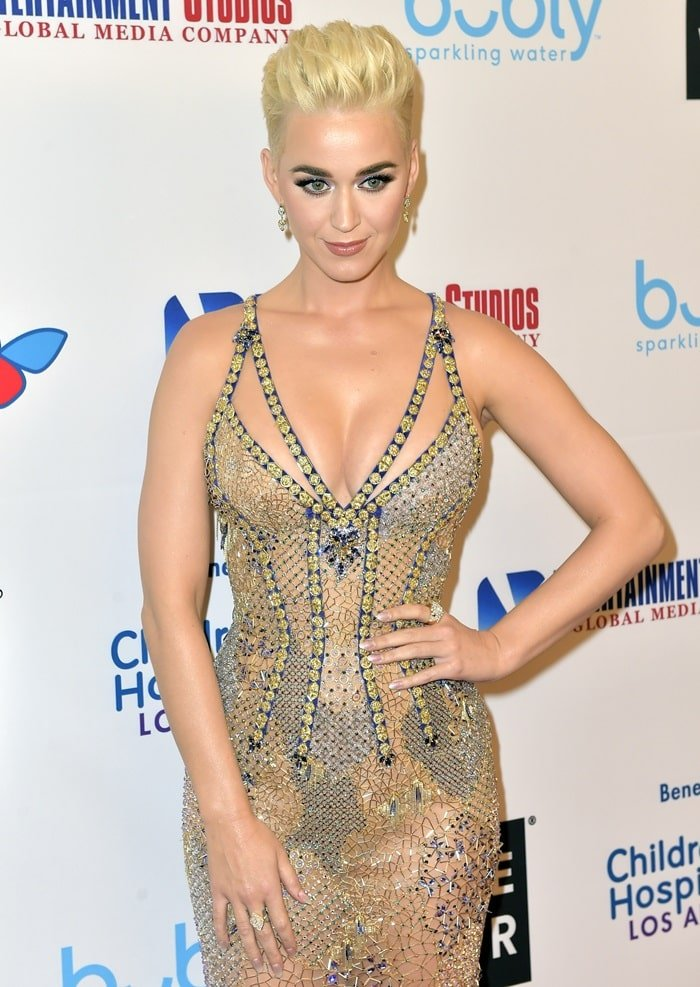 Katy Perry wearinga shimmering Atelier Versace gown with Sylva & Cie earrings