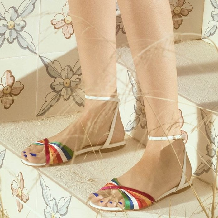 These sandals are assembled from white nappa leather and multicolored satin